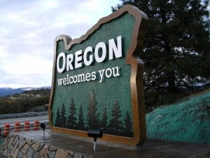 800px-New_Oregon_welcome_sign_(5136383424)