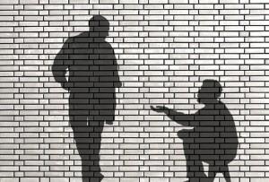 ombres de mendiant et de passant